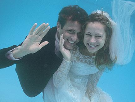 חתן כלה מתחת למים (צילום: jupiter images)