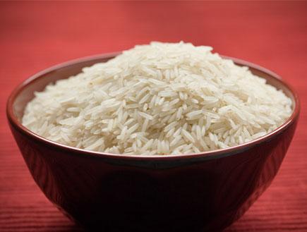 גבר ניו אייג'י-במטבח-קערת אורז לבן (צילום: stock_xchng)