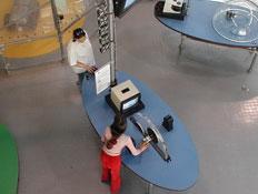 אטרקציות: אם ובת במוזיאון המדע בירושלים (צילום: איל שפירא)
