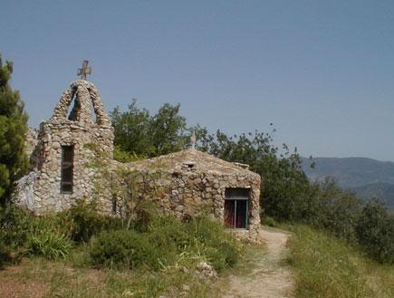 טיולים בגליל התחתון: כנסיית הסלע מבדד נטופה (צילום: איל שפירא)