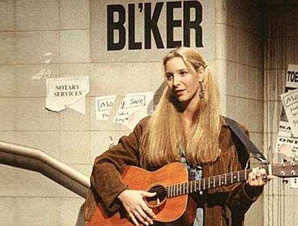 """פיבי מנגנת בגיטרה (צילום: יח""""צ)"""