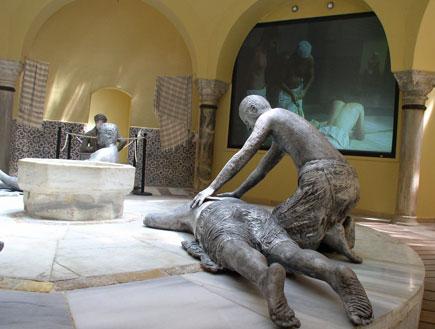 אטרקציות: פסלים בחמאם הבלן האחרו (צילום: איל שפירא)