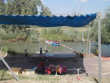 קייאקים בנהר הירדן (צילום: איל שפירא)