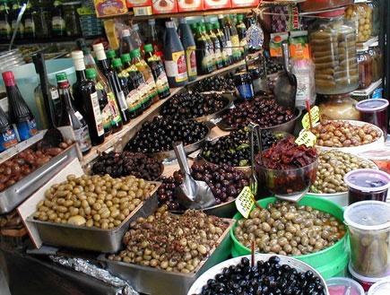 אטרקציות: דוכן זיתים בשוק לווינסקי תל אביב (צילום: איל שפירא)