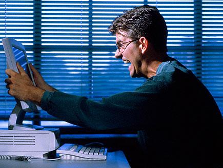 עצבים על המחשב (צילום: jupiter images)