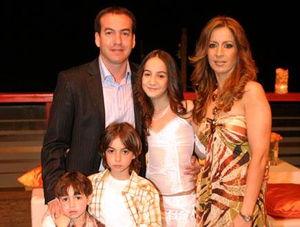 אייל ברקוביץ' ומשפחתו בבת מצווה של בתו לי (צילום: mako)