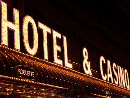 שלט ניאון מלון וקזינו (צילום: istockphoto)