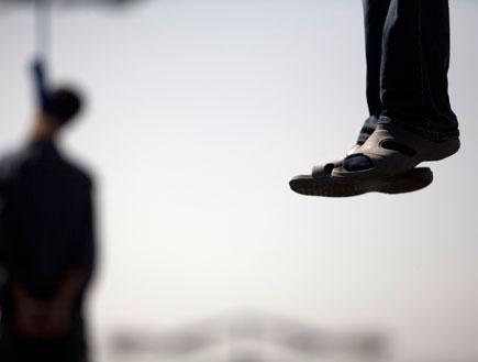 דת נגע עונש מוות-רגליים תלויות באוויר ואדם תלוי (צילום: istockphoto)