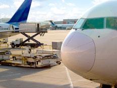 שדה תעופה- מטוס ועגלת שירות