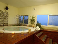 מלון אמירי הגליל-ג'קוזי בסביבה רומנטית עם נרות