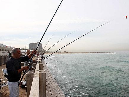 יום כיף עם הילדים: דייגים בנמל תל אביב (צילום: עודד קרני)