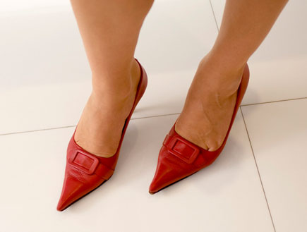 נעלי סטילטו אדומות מבט על (צילום: jupiter images)