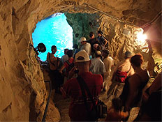 טיולים בגליל: מערה בראש הנקרה (צילום: איל שפירא)