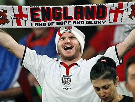 אוהד אנגלי במשחק נגד נבחרת ישראל (צילום: אור גץ, מערכת מאקו 1)