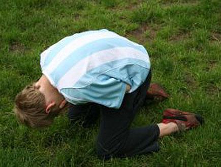 ילד במגרש כדורגל (צילום: אור גץ, stock_xchng)