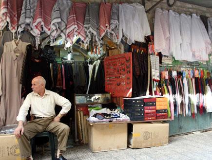 חנות בשוק הערבי בעיר העתיקה (צילום: עודד קרני)