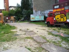 משאית עם גרפיטי בשוורצר קנל בברלין