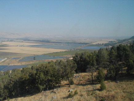 מדרון ושדות מצוק מנרה (צילום: איל שפירא)