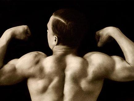 עושה שרירים (צילום: jupiter images)