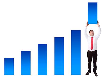 גרף בכחול ואדם מחזיק את הגרף האחרון (צילום: istockphoto)