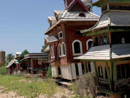 מיניאטורות של בתי עץ בעין חרוד (צילום: דניאל צ'צ'יק)