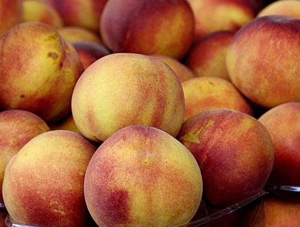 אפרסקים בשוק2 (צילום: עודד קרני)