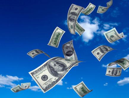 דולרים מעופפים באוויר (צילום: אור גץ, iStock)