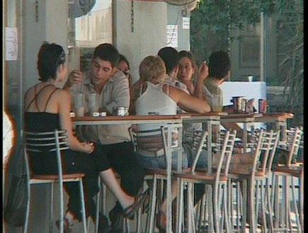 בית קפה (תמונת AVI: חדשות1 ערוץ 2)