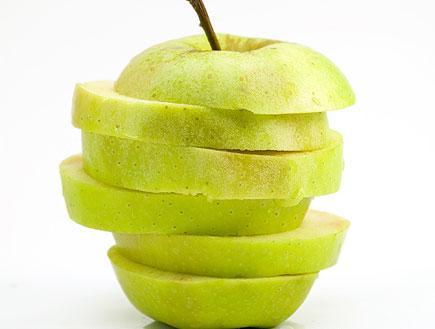 תפוח חתוך (צילום: אור גץ, ShutterStock)