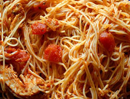ספגטי עם עוף ועגבניות (צילום: iStock)