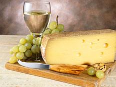יין לבן, גבינה וענבים