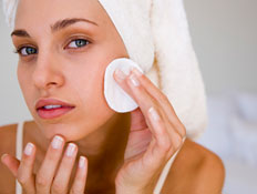 ניקוי פנים (צילום: jupiter images)