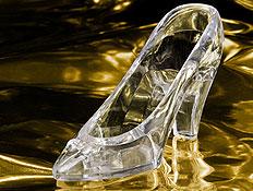 נעל זכוכית שקופה