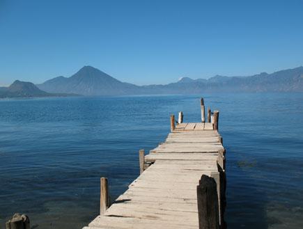 מזח עץ על אגם אטיטלן בגואטמלה (צילום: SXC)