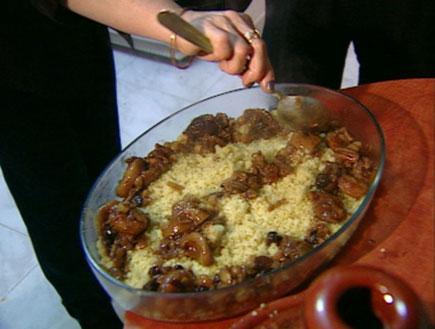קוסקוס עם פירות יבשים (תמונת AVI: עדי רם, דרך האוכל 1)