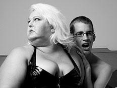 גברת שמנה על בחור (צילום: t-lorien, Istock)