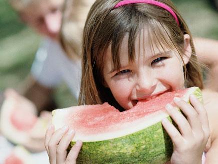 ילדה אוכלת אבטיח (צילום: jupiter images)