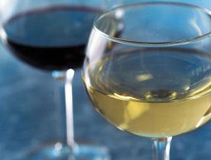 יין אדום ויין לבן (צילום: mako)