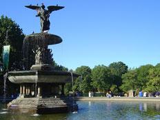 מזרקה ובראשה מלאך בסנטרל פארק בניו יורק (צילום: צ'לסי)