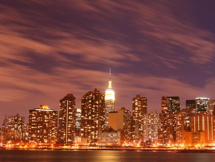 קו השמיים של ניו יורק בלילה (צילום: ShutterStock)