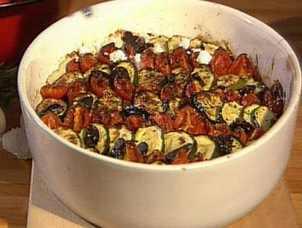 ירקות אפויים בשמן זית16846 (תמונת AVI: אהרוני מבשל לחברים1)