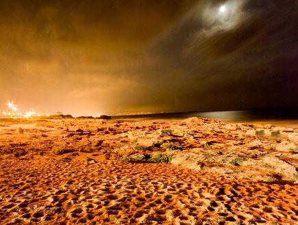 חוף הים לאור ירח בראש הנקרה (צילום: איציק מרום)