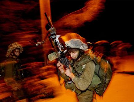 """כוחות צה""""ל על גבול הרצועה. יהיה מבצע?, ארכיון (צילום: רויטרס)"""