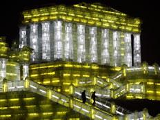 פסטיבל הקרח בחרבין - מקדש בצהוב ולבן (צילום: רויטרס)