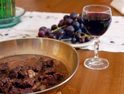 בשר ביין אדום (צילום: istockphoto)