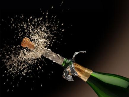 פתיחת בקבוק שמפניה (צילום: istockphoto)