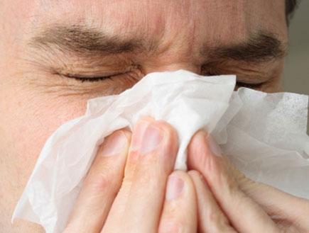 אדם חולה בשפעת (צילום: Stephen Uber, Istock)