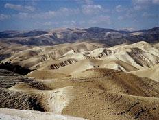 טיולים במדבר יהודה: עננין נוצה מעל רכסים
