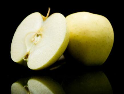 תמונת ליבה של תפוח (צילום: אור גץ, iStock)