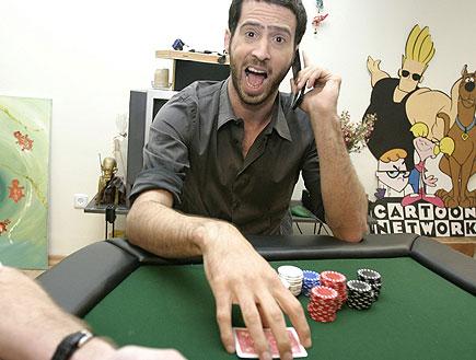 עידו רוזנבלום משחק פוקר (צילום: שוקה כהן)